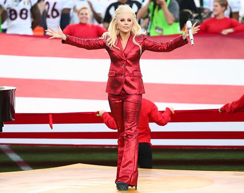 Lady Gaga Lady Gaga canta l inno americano al 50esimo Super Bowl
