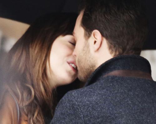 Dakota Jamie bacio Jamie Dornan è arrivato sul set di 50 Sfumature di Nero