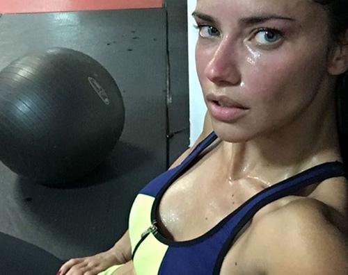 Adriana Lima Adriana Lima senza trucco e sudata su Instagram