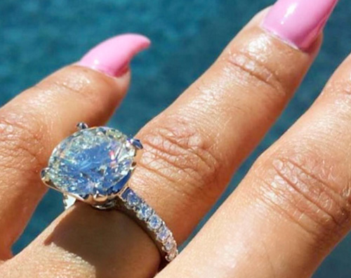 Anello Bac Chyna Rob Kardashian e Balc Chyna sono fidanzati