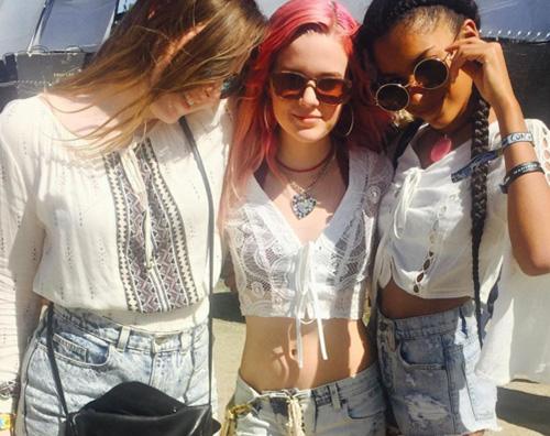 Ava Phillippe Ava Phillippe al Coachella con le amiche