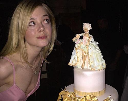 Elle Fanning Elle Fanning festeggia i suoi 18 anni con un account Instagram