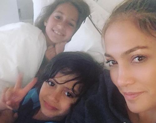Jennifer Lopez 1 Jennifer Lopez, con Emme e Max è il pomeriggio perfetto