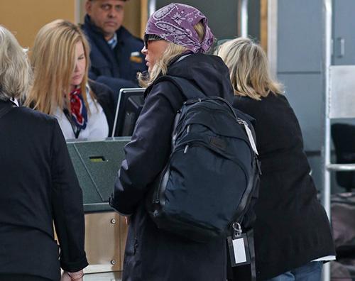 kikapress orizzontale copia Kim Basinger lascia Vancouver dopo le riprese di 50 Sfumature di Nero