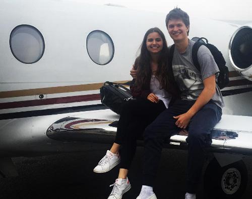 Ansel Elgort Ansel Elgort, foto sull aereo prima di arrivare a Miami