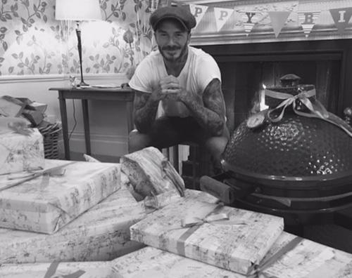 David Beckham Vicotria e Brooklyn Beckham festeggiano David su Instagram