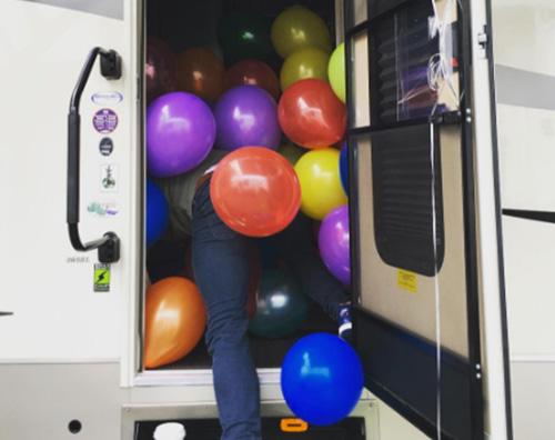 Jamie Dornan Jamie Dornan, festa a sorpresa sul set