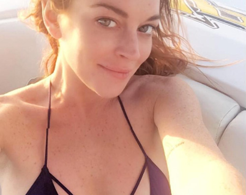 Lindsay Lohan Lindsay Lohan, party a Mykonos per il suo compleanno