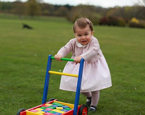 Principessa Charlotte 3 La principessa Charlotte festeggia un anno con 4 nuove foto ufficiali