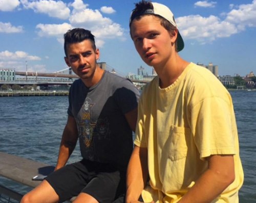Ansel Elgort 1 Ansel Elgort e Joe Jonas si incontrano a New York