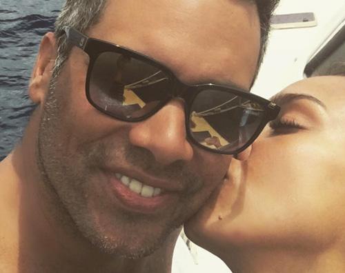 Jessica Alba Jessica Alba, selfie al bacio con Cash Warren
