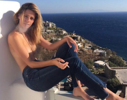 Mischa Barton Misha Barton, la foto sexy a Mykonos