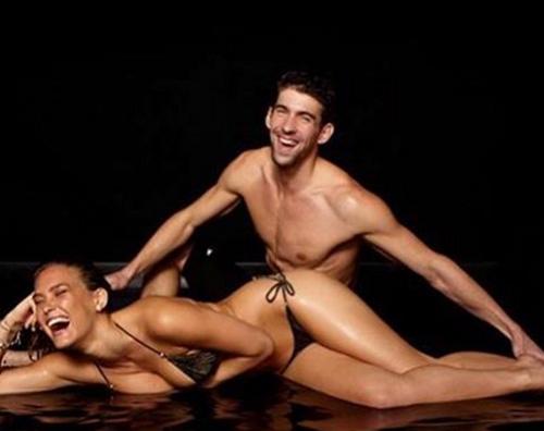 Bar Refaeli Michael Phelps Bar Refaeli si congratula con Michael Phelps per il 21esimo oro