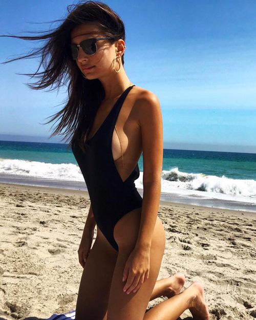Emily Emily Ratajkowski, costume sexy su Instagram