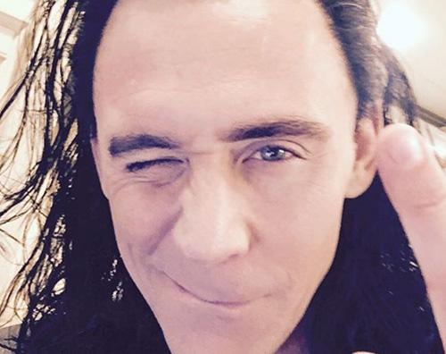 Tom Hiddleston Tom Hiddleston è ancora Loki sul set di Ragnarok