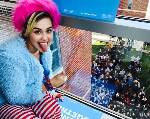Miley Cyrus 1 Miley Cyrus, un brufolo per colpa della cattiva alimentazione