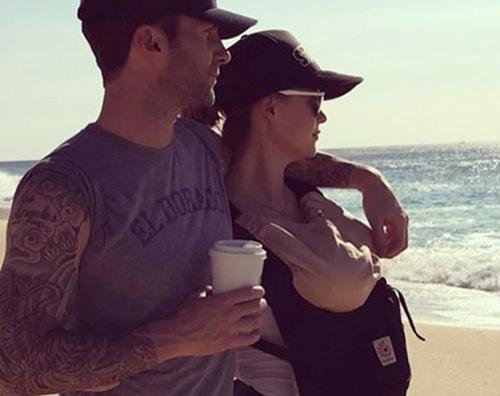 Adam Levine Adam Levine, che bel quadretto di famiglia su Instagram