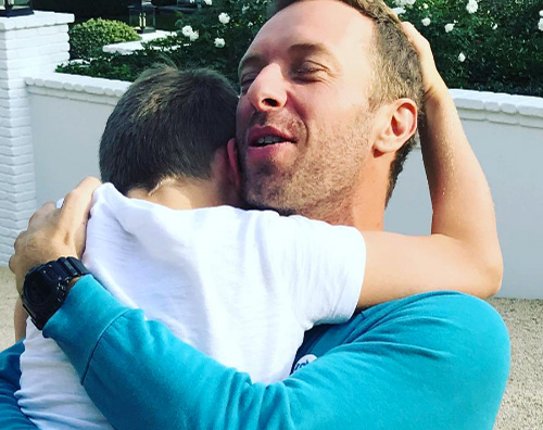 Chris Martin Chris Martin torna dai suoi figli per il Ringraziamento