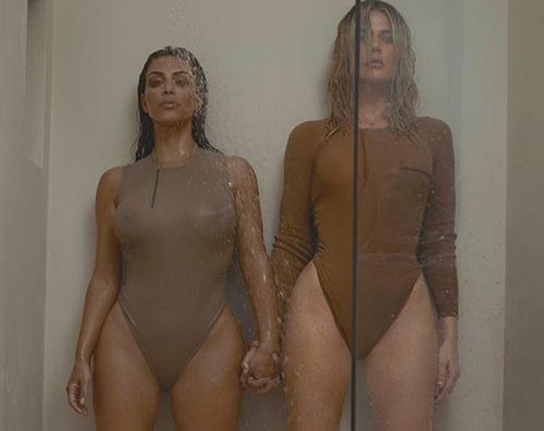 Kim e Khloe 1 Kim e Khloe Kardashian, lato B in mostra su una rivista tedesca
