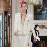 Cara delevigne 1 150x150 Cara Delevingne e Lily Rose Depp sfilano per Chanel