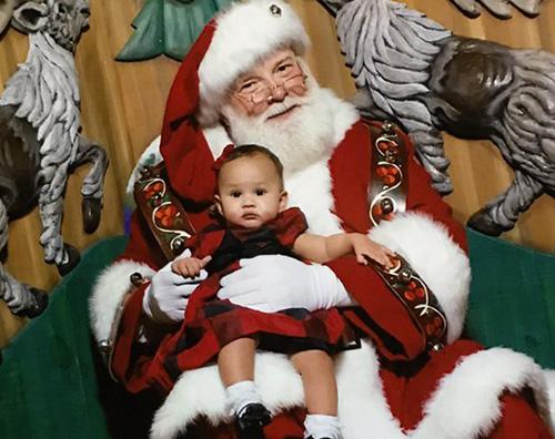 Chrissy Teigen Chrissy Teigen e Luna, foto con Babbo Natale