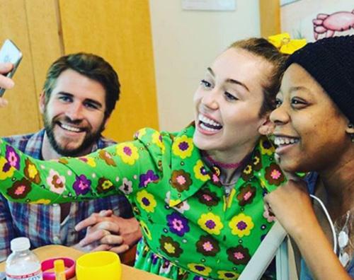 Miley e Liam 2 Miley e Liam fanno visita ai bambini in ospedale