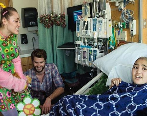 Miley e Liam Miley e Liam fanno visita ai bambini in ospedale