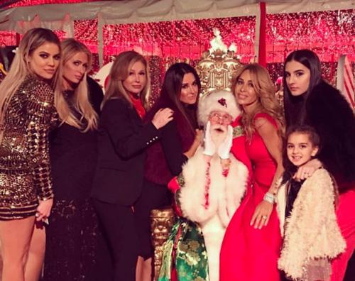 Paris Hilton 1 Paris Hilton al party natalizio delle sorelle Kardashian