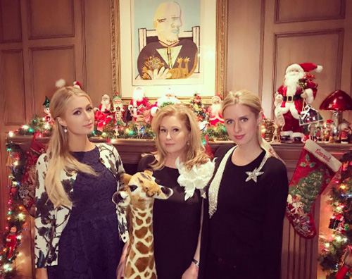 Paris Hilton 2 Paris Hilton al party natalizio delle sorelle Kardashian