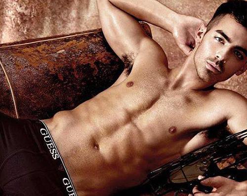 Joe Jonas 2 Joe Jonas modello di underwear per Guess