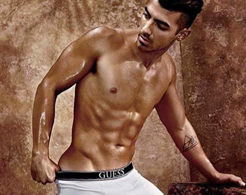 Joe Jonas 3 Joe Jonas modello di underwear per Guess