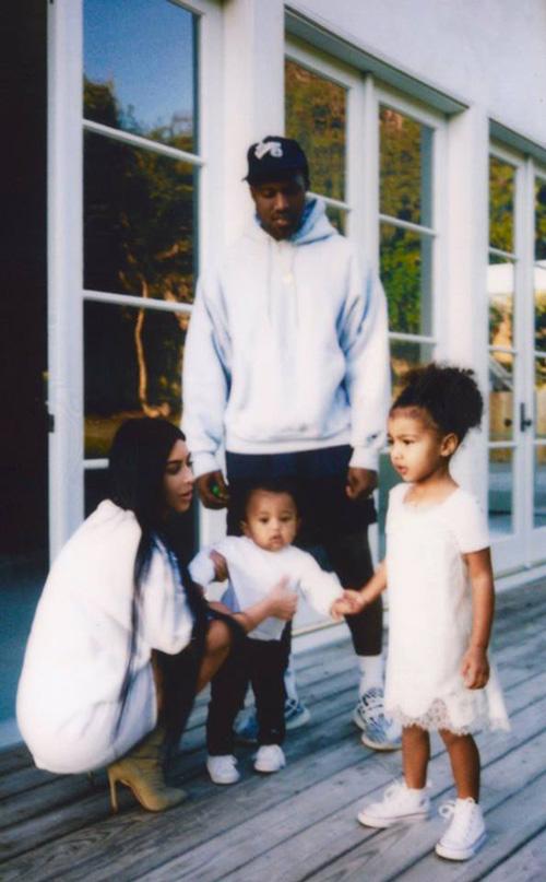 Kim Kim Kardashian ritorna sui social dopo Parigi