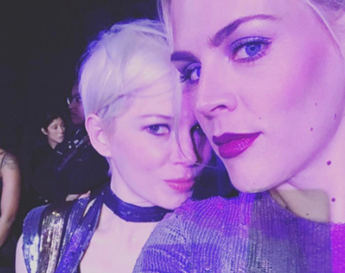 Michelle Williams busy philipps Michelle Williams e Busy Philipps, selfie ai SAG Awards