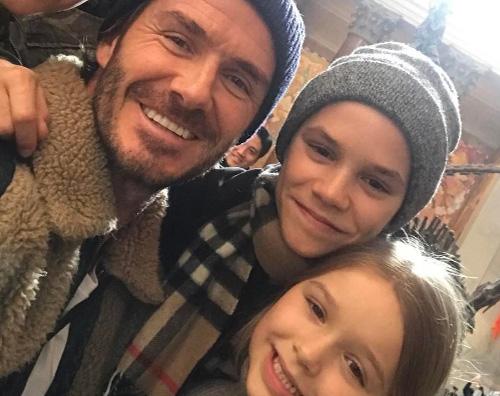 David Beckham David Beckham al museo con i quattro figli