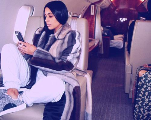 Kim Kardashian Kim Kardashian su un jet privato per la NYFW