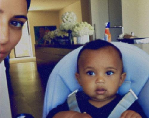 Kim e Saint Kim Kardashian tenera con Saint su Instagram