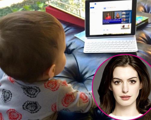 Anne Hathaway La prima foto di Jonathan, il figlio di Anne Hathaway