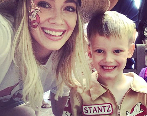 Hilary Duff e Luca Comrie Hilary Duff fa shopping a Los Angeles