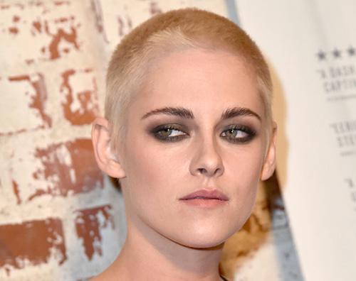 Kristen Kristen Stewart cambia look alla prima di Personal Shopper