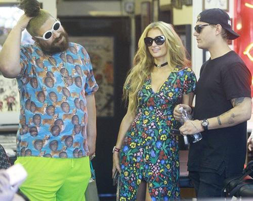Paris Hilton 2 2 Paris Hilton e Chirs fanno tappa dal tatuatore