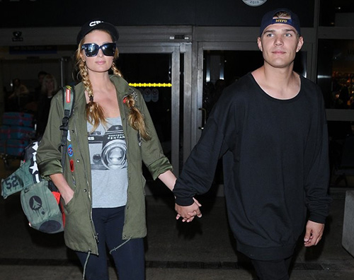 Paris Hilton Cover Paris Hilton al LAX con Chris Zylka