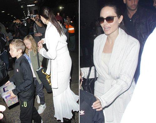 Angelina Jolie Angelina Jolie al LAX con tutti i suoi figli