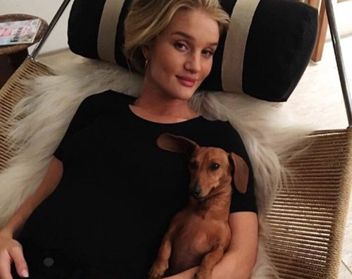 Rosie Huntington W Rosie Huntington Whiteley si rilassa su Instagram