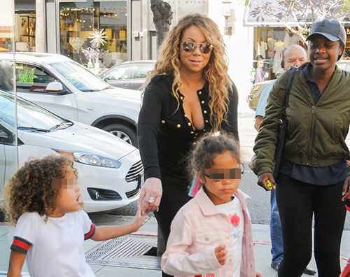 Mariah 1 Mariah Carey porta i bambini in un negozio di giocattoli