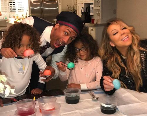 Mariah 3 Mariah Carey porta i bambini in un negozio di giocattoli