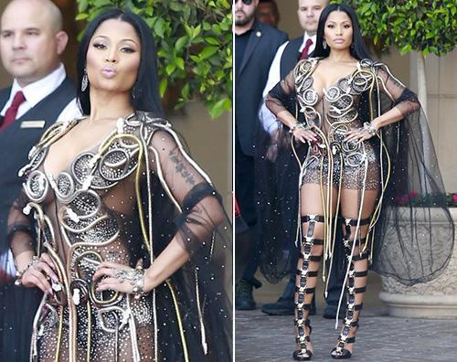 Nicki Minaj Nicki Minaj ricoperta di serpenti couture a Beverly Hills
