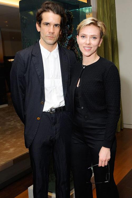 Scarlett 2 Scarlett Johansson con Romain Dauriac a New York