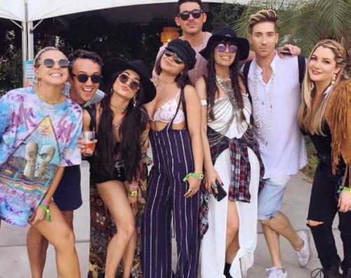 Vanessa Hudgens Cover 2 Vanessa Hudgens al Coachella senza Justin