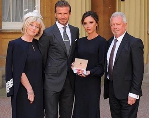 Vicotria Beckham Victoria Beckham premiata dal Principe William