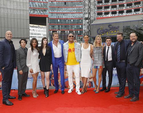 """Baywatch Cast Berlino Il cast di """"Baywatch"""" a Berlino per la premiere"""